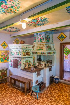 Zalipie, Poland by Ilja van de Pavert Polish Folk Art, Interior And Exterior, Interior Design, Foyers, Painted Furniture, Beautiful Homes, Sweet Home, Shabby Chic, Room Decor