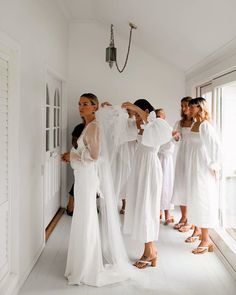 These Women 🙌🏼 My dream team of beautiful bridesmaids wearing linen with heavenly sleeves, heels, of… Wedding Goals, Dream Wedding, Before Wedding, How To Pose, White Bridal, Bridal Style, Bella, Getting Married, Marie