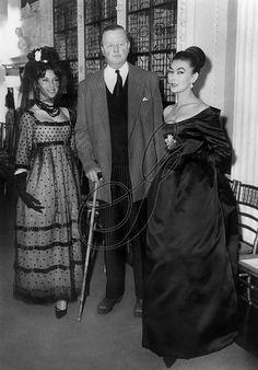 Christian Dior A/H 1958-59. Mannequins Victoire et Alla (avec le Duc de Marlborough, défilé à Blenheim Palace).