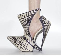 Shoe Art ╰⊰✿´╰⊰✿´ Organic geomatric Geometric Fashion, 3d Fashion, Fashion Shoes, Fashion Accessories, Funky Shoes, Crazy Shoes, Me Too Shoes, Weird Shoes, Creative Shoes