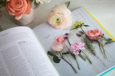 Decorate with flowers review http://startupwife.co/blog/2014/3/14/decorate-with-flowers-by-holly-becker-leslie-shewring