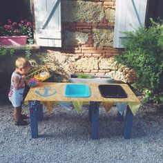 DIY : une table d'activités sable/eau - Milk and FabricMilk and Fabric