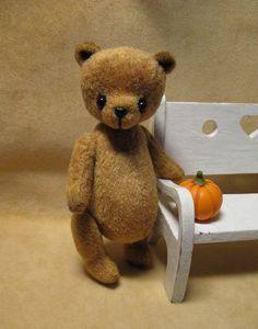 DIY // Free Pattern - Tiny 9cm Antique Bear