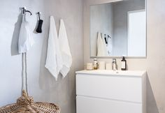 Kaikki kodin kylpyhuoneet ovat myös betonipinnalla! Laundry In Bathroom, Bathroom Renos, Bathroom Hooks, Bathroom Ideas, Bathrooms, Modern Bathroom, Small Bathroom, Lets Stay Home, Home Spa