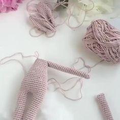 Diy Crochet Doll, Crochet Bunny Pattern, Crochet Dolls Free Patterns, Crochet Rabbit, Knitted Dolls, Amigurumi Patterns, Crochet Crafts, Crochet Stitches, Crochet Projects