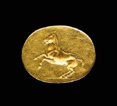 A GREEK GOLD FINGER RING                                                                                                                                                                       CIRCA 4TH CENTURY B.C.