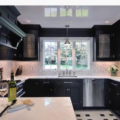 Backsplash really ties in this space! @artistic_tile... - Interior Design Ideas, Interior Decor and Designs, Home Design Inspiration, Room Design Ideas, Interior Decorating, Furniture And Accessories