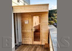 Design Saunahaus SUN ist gebaut Blockbohlen in stabiler, vormontierter Rahmenkonstruktion.  Sauna Anbau  Eine Sauna in den eigenen vier Wänden ist Erholung pur. Die Sauna bring die Wellness-Oase in die eigenen vier Wände. Ein kleiner Spa-Bereich Zuhause ist pures Glück und sanfte Entspannung für die Seele. Eine moderne Sauna, eine gemütliche Saunehütte für Draußen oder eine Saune mit tollem Blick ins Freie.