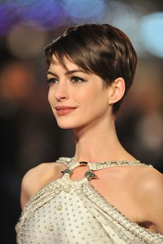 Adorable Anne Hathaway pixie cut.