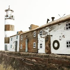 Kirsty Elson (@kirstyelson) • Instagram-foto's en -video's Paper Doll House, Paper Houses, Driftwood Projects, Driftwood Art, Putz Houses, Fairy Houses, Kirsty Elson, Miniature Houses, Mini Houses