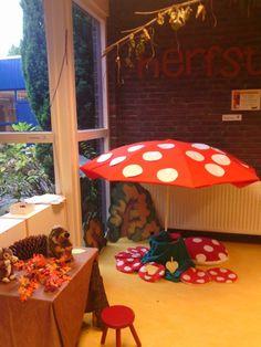 Huishoek kabouters paddestoel Viria, Forest Theme, Autumn Nature, Classroom Displays, Nature Crafts, Kindergarten, Clip Art, Activities, Decor