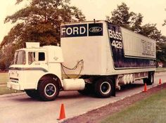 Ford Boss 429 Mustang hauler truck and trailer Big Ford Trucks, Old Trucks, Pickup Trucks, Semi Trucks, Sterling Trucks, Truck Transport, Fifth Wheel Trailers, Car Carrier, Ford Tractors