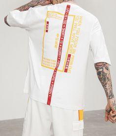 Streetwear Shop, Streetwear Fashion, Urban Clothing Brands, Mens Casual T Shirts, Apparel Design, Printed Shirts, Graphic Tees, Men's Fashion, Shirt Designs