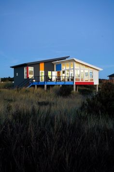 A Small Retreat by the Ocean - modern - exterior - seattle - Castanes Architects PS Silo House, Tiny House Cabin, House Roof, Tiny Houses, Beach Houses, Bauhaus, Design Rustique, Shed Homes, Construction