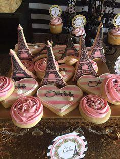 Com parisian birthday party, parisian party, dessert table Paris Themed Cakes, Paris Cakes, Paris Themed Birthday Party, Birthday Party Themes, Bolo Paris, Paris Party Decorations, Paris Sweet 16, Square Cake Stand, Paris Baby Shower