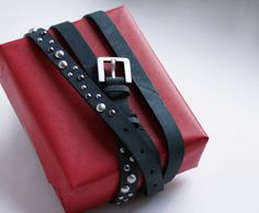 Use a nice belt to tie a fashion present.