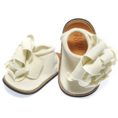 Items similar to Joli Petal Baby Shoe - Linen on Etsy Little Girl Shoes, Cute Baby Shoes, Baby Girl Shoes, Cute Little Girls, My Little Girl, My Baby Girl, Girls Shoes, Baby Girls, Toddler Fashion