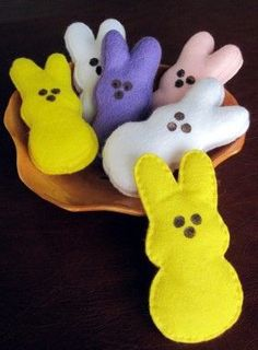 How to make felt Bunny Peeps crafts crafts crafts bottle crafts crafts Easter Projects, Easter Crafts For Kids, Craft Projects, Kid Sewing Projects, Felt Crafts Kids, Easter Activities, Tree Crafts, Clay Crafts, Easter Peeps