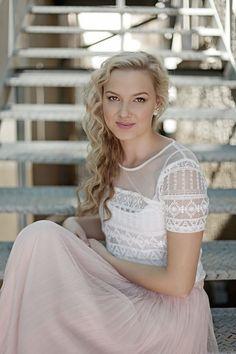 Actress/Model Carla van der Merwe better known as Petro from South African Soapie 7deLaan  looking like the split image of Emily van Camp.