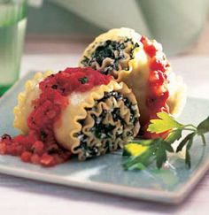 Spinach and Cheese Roll-ups---This low fat meatless version of the classic lasagna is showy enough to serve when entertaining. Casserole Recipes, Pasta Recipes, Cooking Recipes, Healthy Recipes, Diabetic Recipes, Lasagna Recipes, Diabetic Desserts, Lasagne Roll Ups, Meatless Lasagna