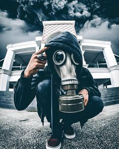 Gasmask Gas Mask Art, Masks Art, Gas Masks, Gas Mask Tattoo, Cool Pictures, Cool Photos, Smoke Bomb Photography, Creation Art, Post Apocalyptic
