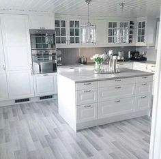 Stunning 43 Stunning White Kitchen Design Ideas To Try. Stunning 43 Stunning White Kitchen Design Ideas To Try. Home Decor Kitchen, Kitchen Interior, Home Kitchens, Kitchen Modern, Kitchen Decorations, Diy Kitchen, White Kitchen Cabinets, Kitchen Cabinet Design, Oak Cabinets