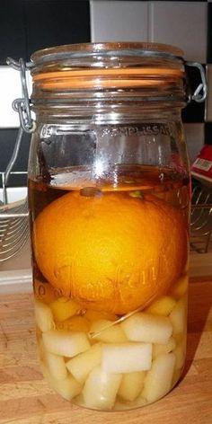 1 bocal de 1.5l 1 l de goutte 44 morceaux de sucre 44 grains de café 1 orange (faire attention qu'elle rentre bien dans le bocal) 1 gousse de vanille 1 fourchette ---------------------------------- Mettre au fond du bocal le sucre et les grains de café...
