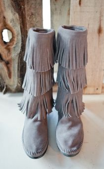 Minnetonka 3-Layer Fringe Boots in Grey - Yes, please!