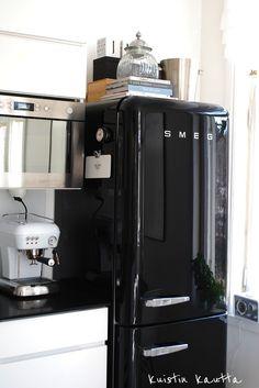 #noir #black #électroménager #grosélectroménager #cuisine #kitchen  #réfrigérateur #Smeg
