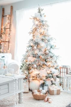 Here are best White Christmas Decor ideas. From White Christmas Tree decor to Table top trees to Alternative trees to Christmas home decor in White. White Christmas Tree Decorations, Frosted Christmas Tree, Pretty Christmas Trees, Elegant Christmas Decor, Flocked Christmas Trees, Christmas Tree Design, Shabby Chic Christmas, Simple Christmas, Christmas Home
