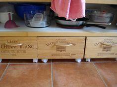wine crates to drawers diy Shoe Storage Pallet, Crate Storage, Pallet Wine, Pallet Crates, Wooden Wine Crates, Crate Furniture, Kitchen Furniture, Diy Drawers, Wine Case