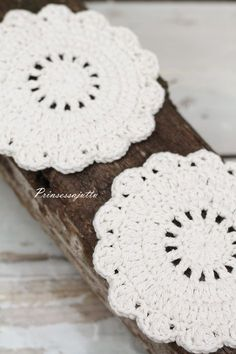 Diy Crochet Doilies, Crochet Puff Flower, Crochet Flower Patterns, Crochet Flowers, Crochet Stitches, Knitting Patterns, Knit Crochet, Crochet Stars, Crafts To Do