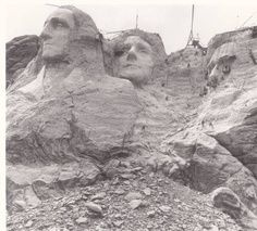 22 Rare Photos Of The World's Most Iconic Landmarks Before They Were Finished Monte Rushmore, Rare Photos, Vintage Photos, Rare Images, Iconic Photos, Woodstock, Rapid City, Famous Landmarks, National Landmarks