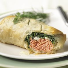 & Spinach in Phyllo Salmon & Spinach in Phyllo - The Pampered Chef® One of my favorites with frozen salmon. Disguises any fishy taste.Salmon & Spinach in Phyllo - The Pampered Chef® One of my favorites with frozen salmon. Disguises any fishy taste. Salmon Recipes, Fish Recipes, Seafood Recipes, Great Recipes, Cooking Recipes, Healthy Recipes, Chef Recipes, Easy Cooking, Yummy Recipes