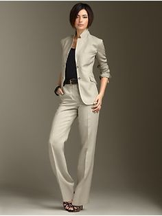 Talbot's linen suit - I want Alaina to have this - but NOT in linen. Linen Suit, Linen Blazer, Dressy Outfits, Classic Outfits, Work Wardrobe, Summer Wardrobe, Pantsuits For Women, Pants For Women, Clothes For Women