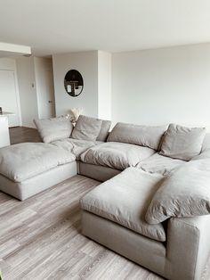 Home Living Room, Apartment Living, Living Room Decor, Interior Design Living Room, Living Room Designs, Aesthetic Room Decor, Dream Home Design, Living Room Inspiration, Minimalist Home