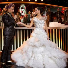 """""""Hunger Games: Catching Fire"""" Designed by Indonesian designer Tex Severio, Jennifer Lawrence a. Katniss Everdeen's wedding dress in """"Hunger Games: Catching Fire"""" with its metal bodice and organza is very Lady Gaga. The Hunger Games, Hunger Games Movies, Hunger Games Catching Fire, Hunger Games Trilogy, Katniss Everdeen, Katniss Und Peeta, Mockingjay, Movie Wedding Dresses, Wedding Movies"""