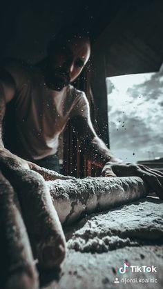 Video by Jordi Koalitic . - creative photography editing ideas fotografia ideas creativas sony beginner shop tutorial outdoor tips techniques tricks editing portrait how to vlog lightroom photosho Creative Portrait Photography, Photography Basics, Photography Challenge, Photography Lessons, Photography For Beginners, Photography Editing, Amazing Photography, Photo Editing, Photography Backdrops