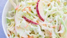 Super chutný zelný salát s mrkví jako z restaurace – RECETIMA Coleslaw, Cabbage, Sandwiches, Salad, Vegetables, Food, Cabbage Salad, Meal, Coleslaw Salad