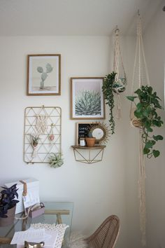 Work from home office decor from Larks and Leo on Etsy! Featuring modern bohemian macrame designs an&; Work from home office decor from Larks and Leo on Etsy! Featuring modern bohemian macrame designs an&; Larks and Leo […] guest room and office Bohemian Office, Bohemian Wall Art, Bohemian Decor, Modern Bohemian, Macrame Modern, Ideas Para Organizar, Office Wall Decor, Office Desk, Office Decorations