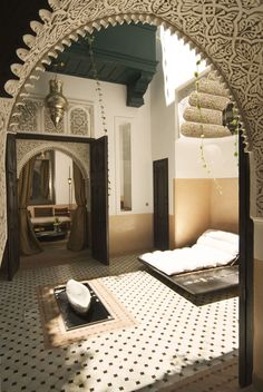 We're about to remodel our kitchen & while in my mind I'm thinking Moroccan tiles/brass/teal, I love the quietness of earth-tones in this pic.  Maybe I can find a way to go Moroccan without being too crazy afterall...