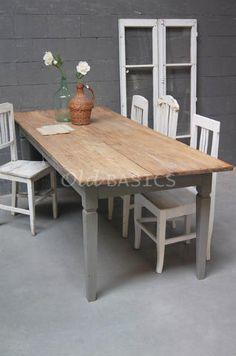 Eettafel 20038 - Prachtige oude landelijke tafel met een teak houten blad. Het onderstel is grijs van kleur en heeft aan één zijde een lade.