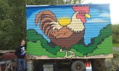 På Geitmyra skolehage bor en lykkelig gjeng med høner.