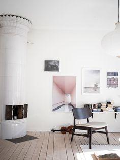 Bjurfors Göteborg Foto: Alen Cordic Styling: JosefssonLjung Customer Service Books, Living, Office Desk, Furniture, Home Decor, Desk Office, Decoration Home, Desk, Room Decor