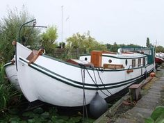 Dutch Barge Living ship 7 berths Boats For Sale Barge Interior, Boat Interior, Barges For Sale, Barge Boat, Floating Architecture, Shanty Boat, Dutch Barge, Houseboat Living, Living On A Boat