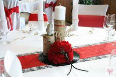 Rockabilly trifft VIntage Nelken Schallplatten Eule Holzstämme Tischnummer Holz Sizoweb Fripe Nelkenkugel Tischdeko Hochzeit rot schwarz weiß