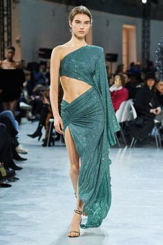 The complete Alexandre Vauthier Spring 2020 Couture fashion show now on Vogue Runway. Style Haute Couture, Haute Couture Gowns, Spring Couture, Couture Week, Juicy Couture, Collection Couture, Fashion Show Collection, Alexandre Vauthier, Fashion Show Dresses