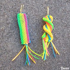 Make your own Boondoggle Keychains! Oh my goodness you guys. I love Boondoggle! I was pretty involved in a little business ve. Loom Bands Tutorial, Lanyard Tutorial, Gimp Tutorial, Bracelet Tutorial, String Crafts, Paper Crafts, Diy Crafts, Gimp Bracelets, Paracord Bracelets