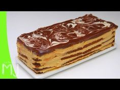 How to make Chocotorta, a traditional Argentine cake. INGREDIENTS: mould x 500 g of cream cheese (mascarpone) 400 g of caramel Sweet Desserts, Sweet Recipes, Cake Recipes, Biscuits, Cake Youtube, Cookie Pie, Eat Dessert First, Cookies And Cream, Cakes And More