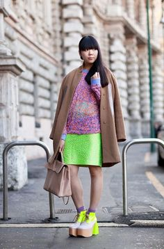 """Susie Bubble - great mixture of screaming neon clash with purple pink & the soothing toned down classic camel brown - """"Marni coat, old KTZ paint splatter sheer sweater, Giles skirt, Valentino bag, SIX London designed shoes. Milan Fashion Week Street Style, Milano Fashion Week, Autumn Street Style, Street Chic, Look Fashion, Girl Fashion, Bubble Style, Jessica Parker, Fashion Articles"""